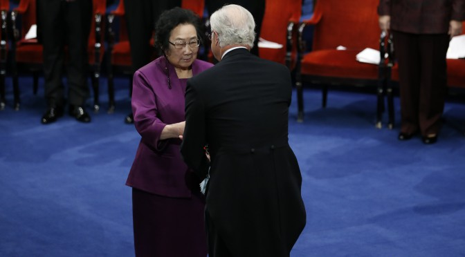 Tu Youyou receives Nobel Prize from the Swedish King