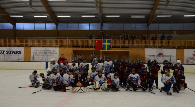 中瑞少年冰球队在斯德哥尔摩举行训练比赛