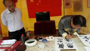 【4】展示中国茶艺,给大家品尝中国茶;大使馆书法大师在展示中国书法;