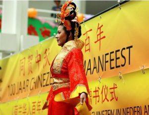 (12)荷兰百年华人志庆基金会作为重要主办方,在庆典中首次新书发布会(2)