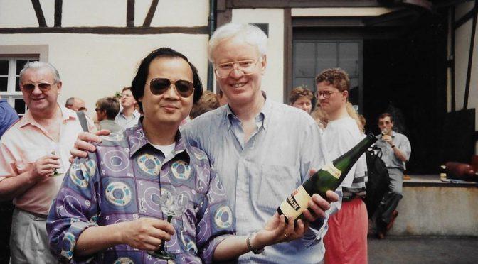 人物:品酒大师邓锦华–长剑开香槟    陶醉情犹酣