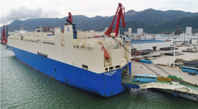图片报道:600台国产高端客车从连云港出口沙特
