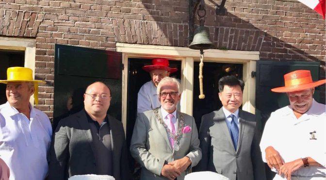 今日头条:中国驻荷兰大使吴恳出席奶酪节拉响集市钟声