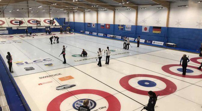 体育赛事:中国女子冰壶队在斯德哥尔摩女子冰壶杯比赛中进八强