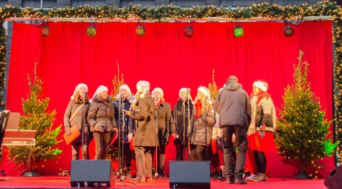 图片新闻:斯德哥尔摩点亮圣诞灯开启圣诞模式