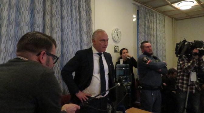 今日头条:斯德哥尔摩地区法院审讯恐袭犯嫌疑人阿基洛夫