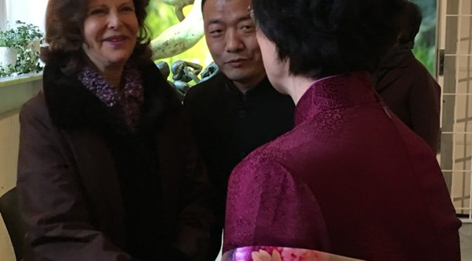 Ms. Song Jingli Accompanies the Queen of Sweden for the Opening of Chinese photographer's Exhibition