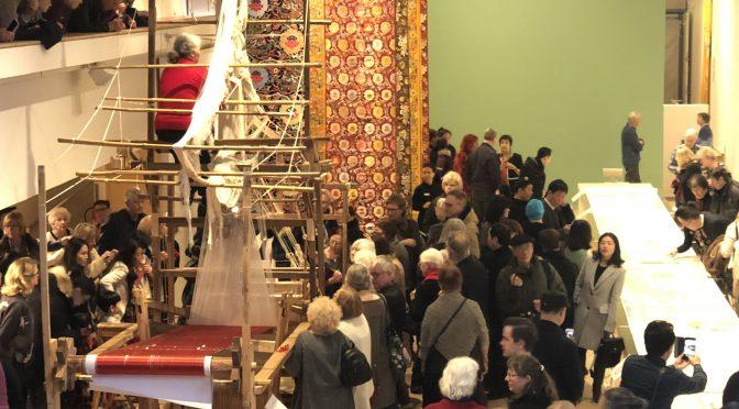 今日头条:《中国云锦·红楼梦长卷展》和《红楼梦文化展》 在瑞典米勒斯公园和斯德哥尔摩中国文化中心同时开幕