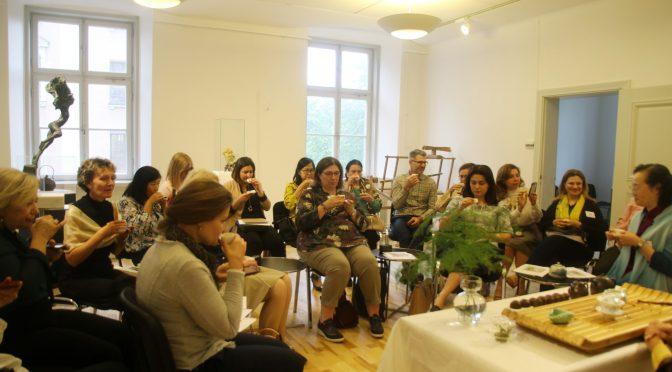 驻瑞典大使夫人举办茶艺欣赏活动
