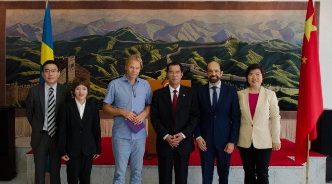 今日头条:桂从友大使会见瑞典记者研讨大选情况
