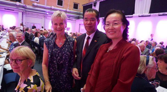 桂从友大使出席瑞典东哥特兰省省督卸任仪式并会见当地民众