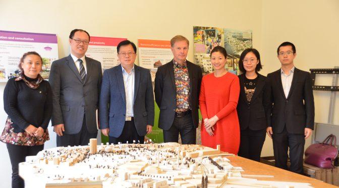今日头条:韩晓东参赞应邀与瑞典专业外国记者协会记者一起考察斯德哥尔摩皇家海港新城