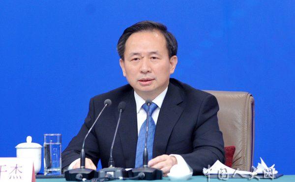 两会直播:生态环境部部长李干杰:打好污染防治攻坚战