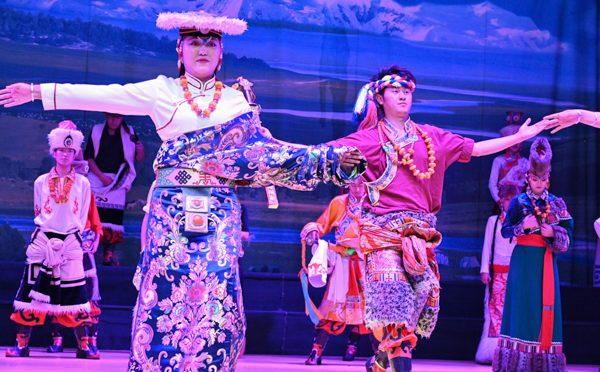 精彩视频:跟我一起到九寨沟看藏羌特色歌舞晚会吧!(四川藏区)行(11)