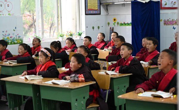 海外华文媒体感知中国(四川藏区)行 (七)走访松潘县藏文中学-让每个学生都得到全面发展