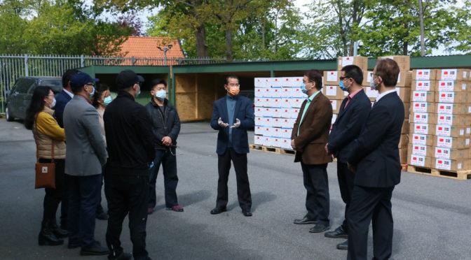 """中国驻瑞典使馆会同中华海外联谊会向旅瑞侨胞发放""""健康包"""""""