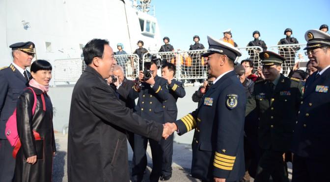 今日头条:中国海军护航编队抵达瑞典受到热烈欢迎
