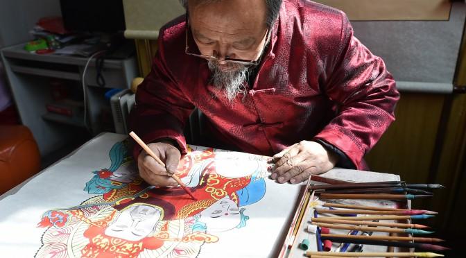图片新闻:痴迷年画的老者 雕刻历史的匠人