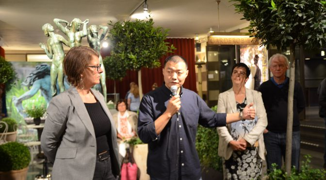 瑞典著名华人摄影师李亚男的作品《米勒斯花园的四季》在诺奖颁奖地展出