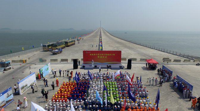 港珠澳大桥主体桥梁全线贯通 珠海到香港预计只需半小时