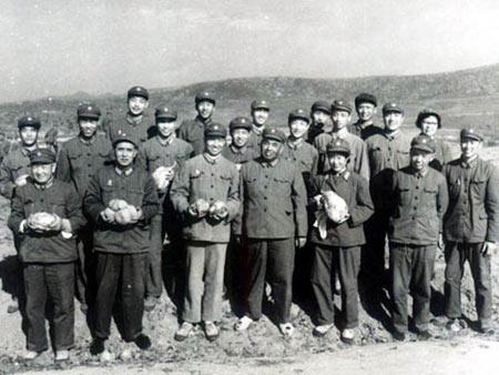 建军90周年纪念:上将许世友司令员与我们合影