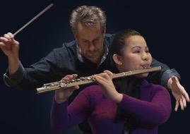 今日头条:吴晶白拐杖视障节音乐会在斯京举行