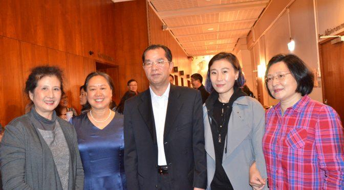 今日头条:瑞典华联举办中秋国庆诗歌会及艺术欣赏讲座