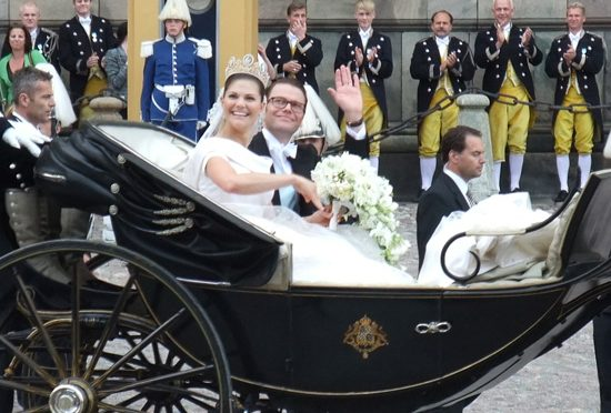 历史上的今天:2010年6月19日瑞典公主维多利亚婚礼在隆重祥和气氛中举行