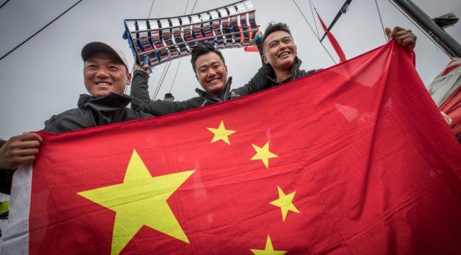 今日头条:创造奇迹,东风队成为首支登上总冠军领奖台的中国船队