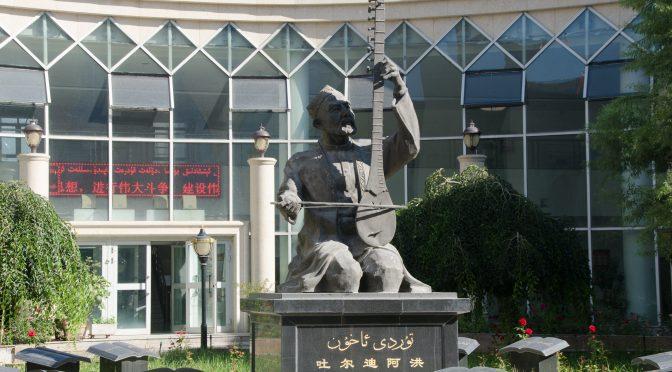 Utländska journalister besöker Xinjiang-serien (6) -Skydda klassisk skatt Tolv Muqam från Xinjiang