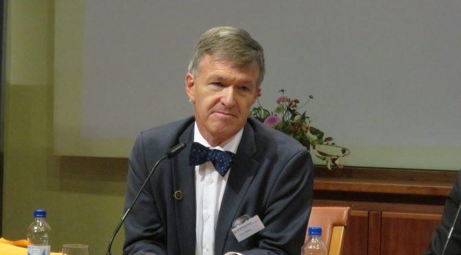 视频:北欧绿色邮报网记者在诺贝尔生理学或医学奖宣布现场提问