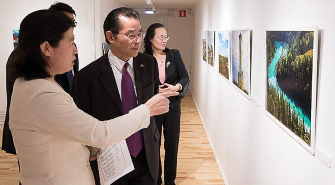 """今日头条:桂从友大使在""""瑞典人眼中的中国""""图片展开幕式上的致辞"""