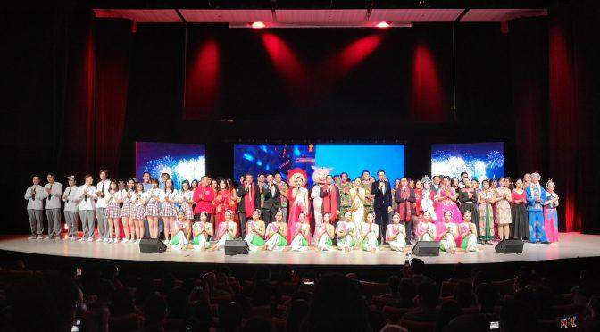 精彩视频:2019斯京春晚视频片段桂从友大使和演员们一起演唱《我的中国心》