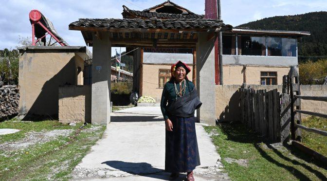 海外华媒感知中国(四川藏区)行(二)阿坝藏族羌族自治州扶贫有成效