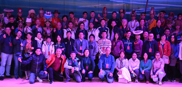 海外华文媒体感知中国(四川藏区)行(九) 藏区特色歌舞晚会