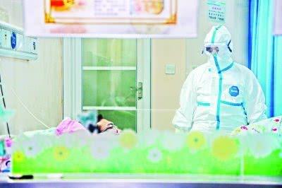 最早上报疫情的她 怎样发现这种不一样的肺炎