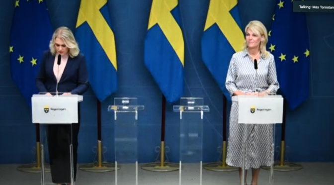 瑞典卫生和社会事务大臣哈伦格林和对外贸易大臣哈尔贝答记者问
