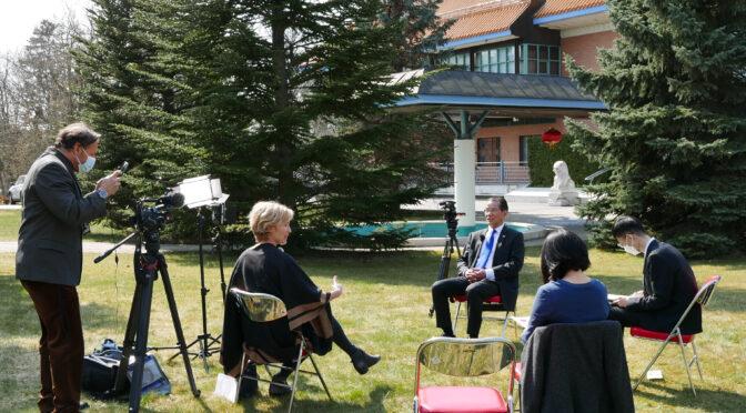 桂从友大使就中瑞关系等问题接受瑞典电视台专访