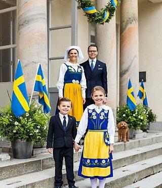 瑞典国庆日维多利亚公主一家升旗