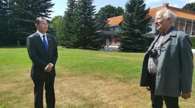桂从友大使说:中国政府高度重视发展同瑞典的传统友好合作关系希望增进相互理解和信任