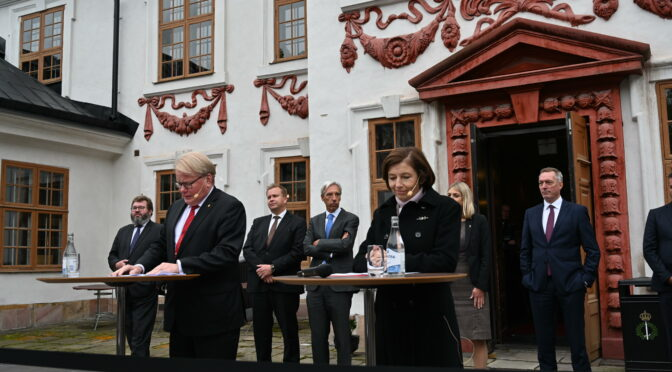 瑞典和法国签署加强防务合作协议